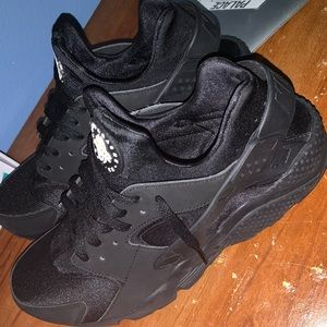 Nike Huarache Triple Black 12.5